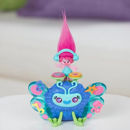 Muñeca Hasbro DreamWorks Trolls B9885 Bicho musical de Poppy - 3