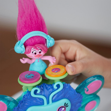 Muñeca Hasbro DreamWorks Trolls B9885 Bicho musical de Poppy - 4